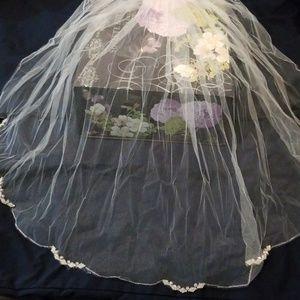 Never worn Richard Designs wedding veil!